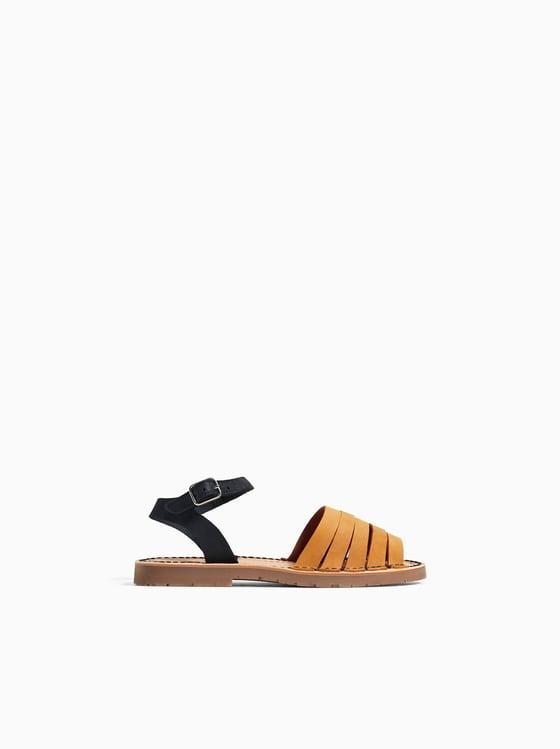 chaussures style claquettes en cuir de Zara sur SCANDALOOK