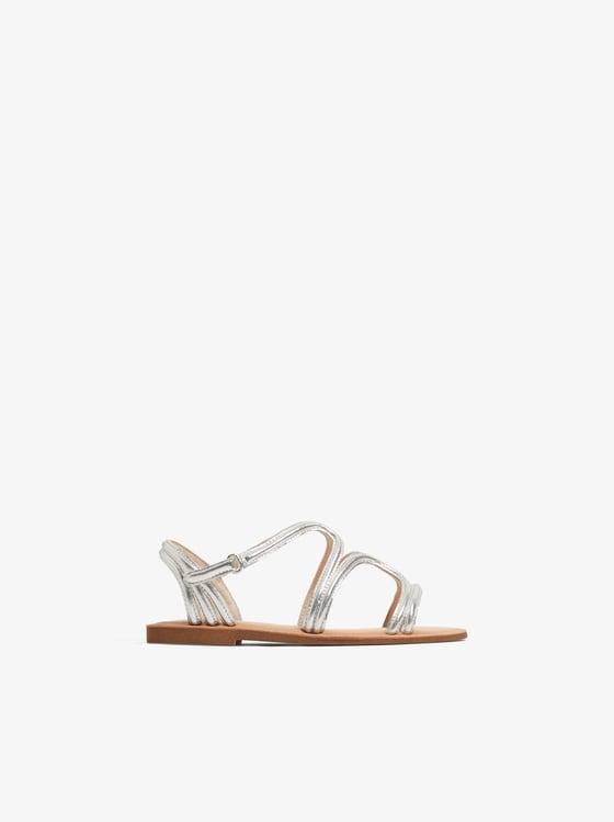sandales a brides metallisees de Zara sur SCANDALOOK