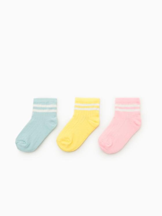 lot de trois paires de chaussettes de sport de Zara sur SCANDALOOK