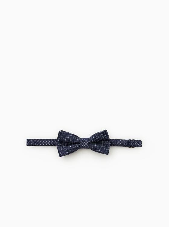 noeud papillon a lignes verticales et horizontales de Zara sur SCANDALOOK