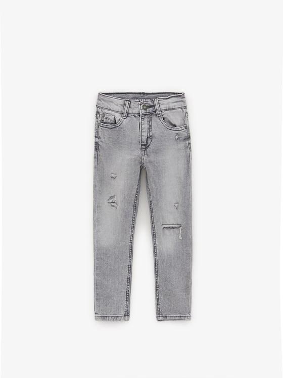 jean skinny avec dechirures delave de Zara sur SCANDALOOK