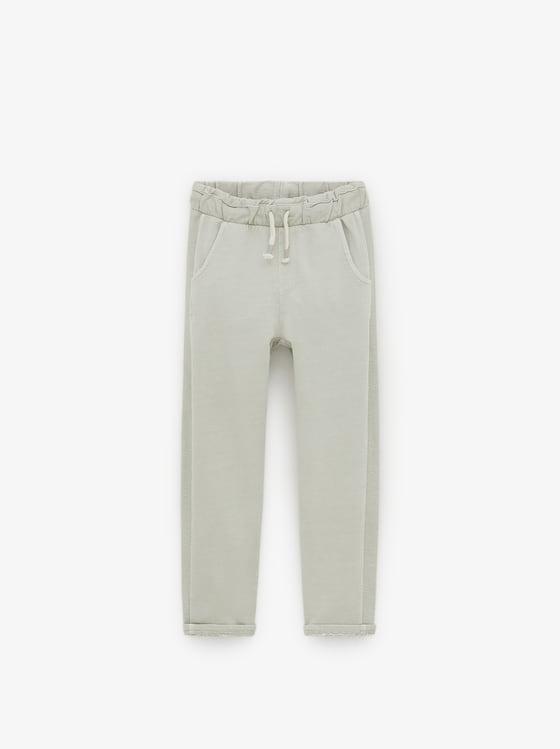 pantalon teint en piece de Zara sur SCANDALOOK