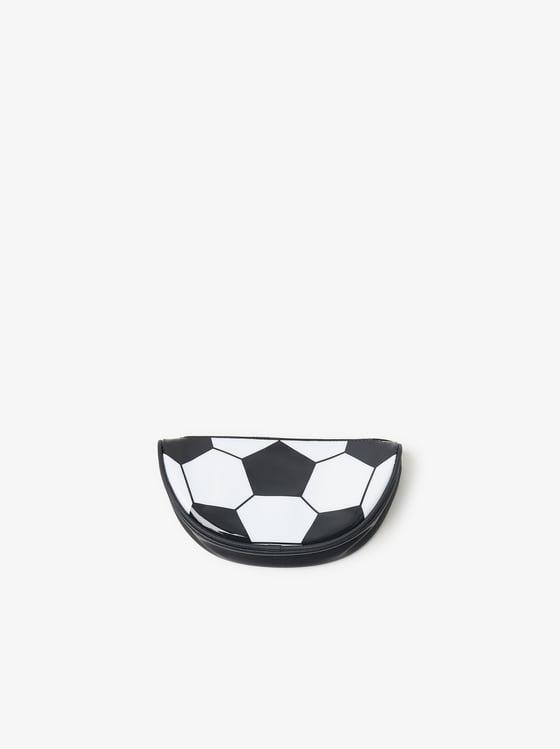 trousse ballon de foot de Zara sur SCANDALOOK